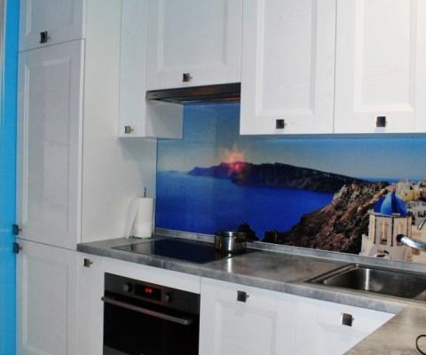 Современная, небольшая, угловая кухня