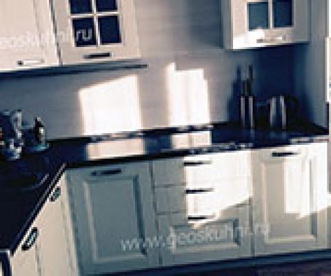 Угловая, черно-белая кухня