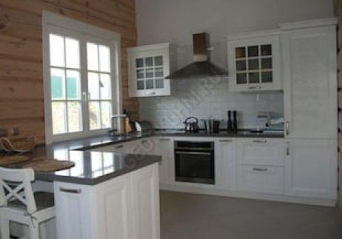 Кухня для частного деревянного дома
