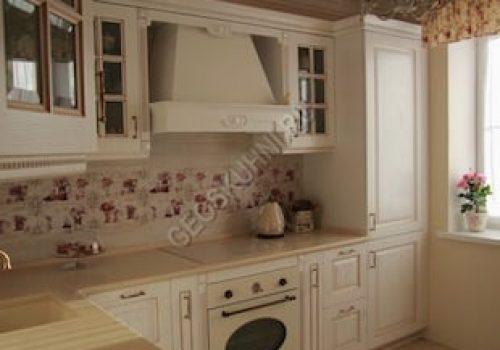 Кухня светлых тонов в классическом стиле