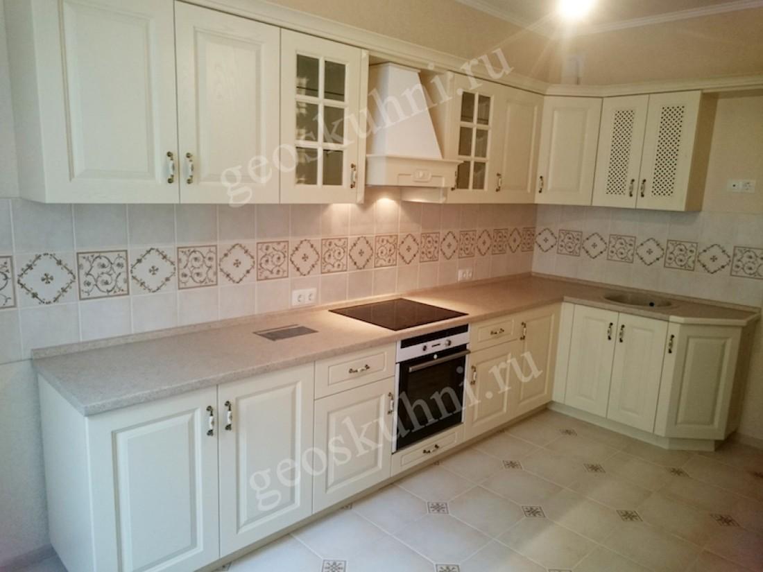 кухонный гарнитур бежевого цвета фото